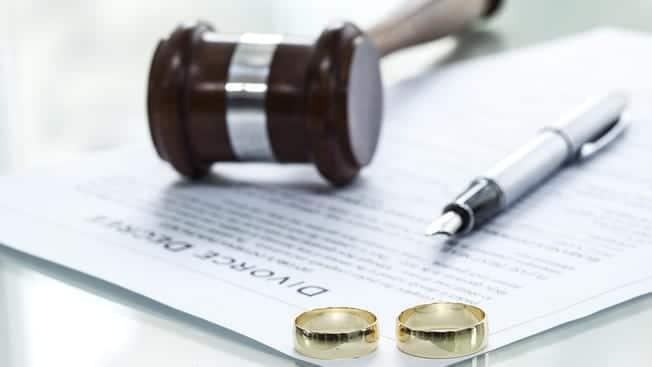 Quienes apoyan el divorcio por lo general están casados