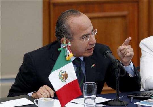 Felipe Calderón se disculpa pero no