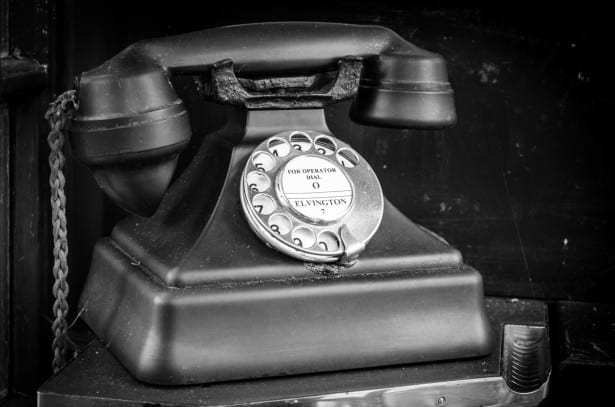 De cómo nos identificamos al teléfono