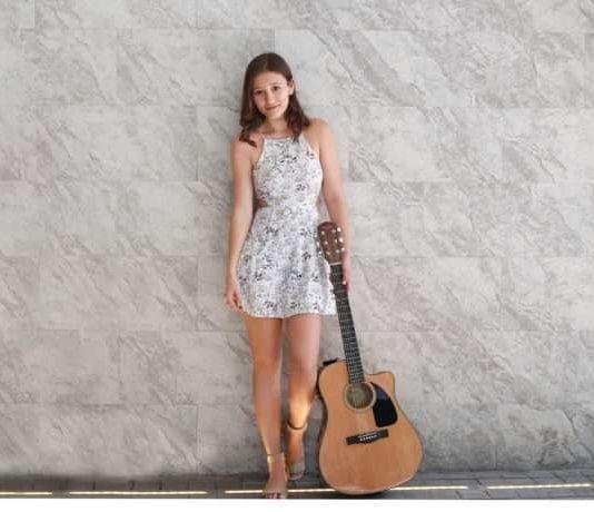 Maria elena little, de 16 años, se abre paso en el mundo de la música