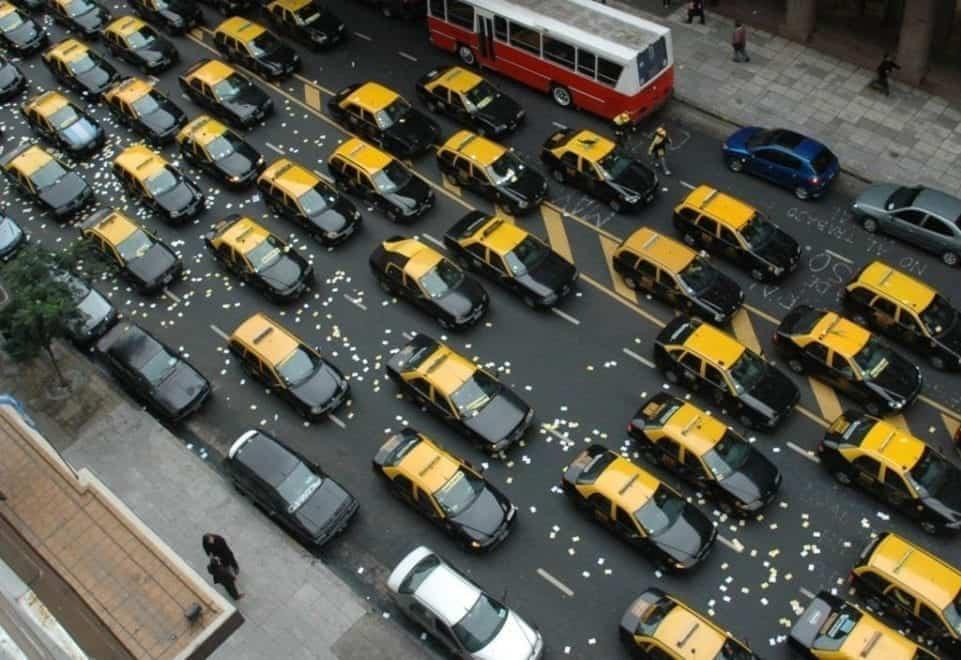 En argentina hay más abogados que conductores de taxi