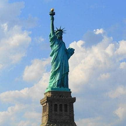 Quieren deportar a inmigrantes con residencia permanente