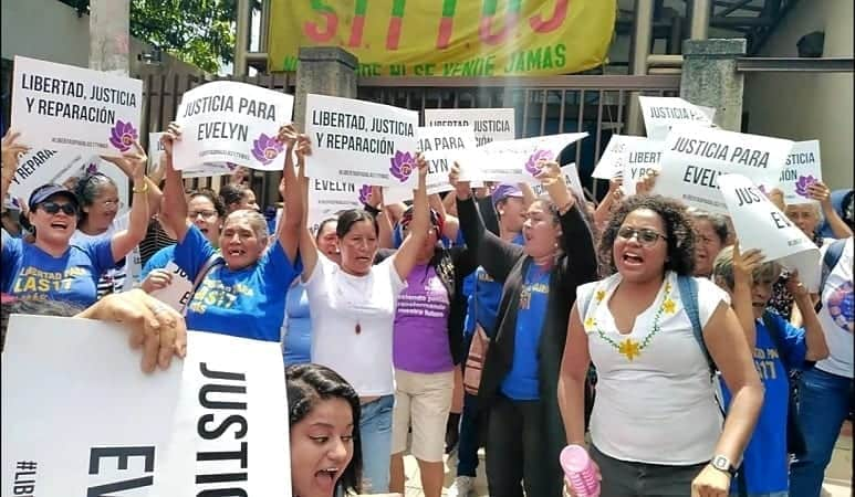 Protestas por Evelyn Hernández / Contrapunto
