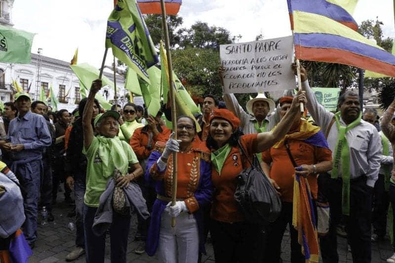 El pueblo protesta en las calles del ecuador