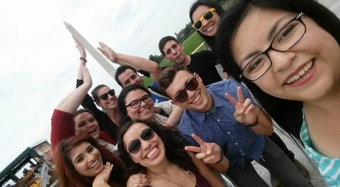 Votantes latinos: El voto de jóvenes, la generación del ´yo no me dejo´
