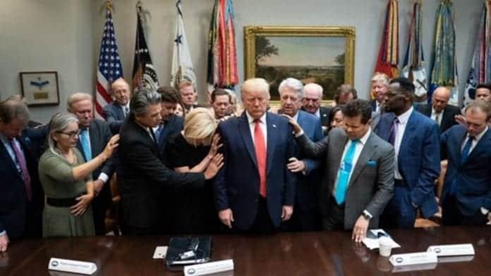 Trump y los evangélicos blancos: el porqué de tanta hipocresía religiosa