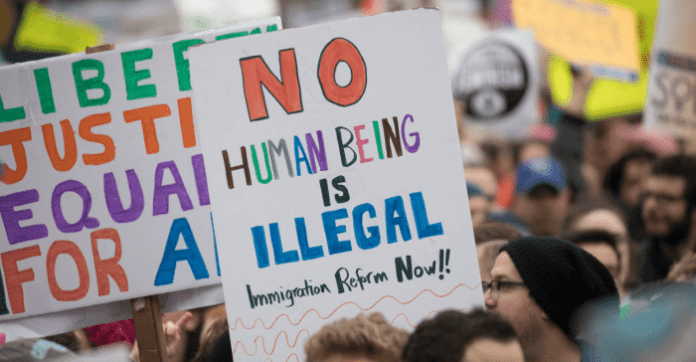 "Proponen eliminar términos ""ilegal"" e ""indocumentado"""