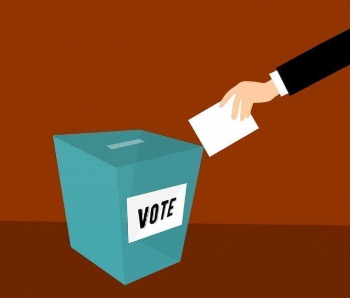 En un video podcast de HispanicLA: vota