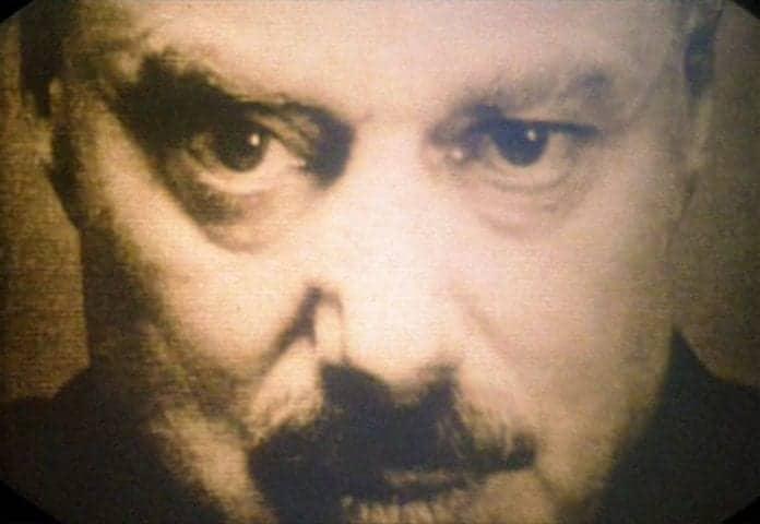El líder Emmanuel Goldstein