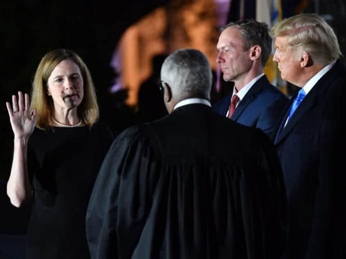 Barrett con Trump