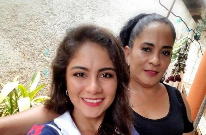 Yesenia y su madre Verlyn