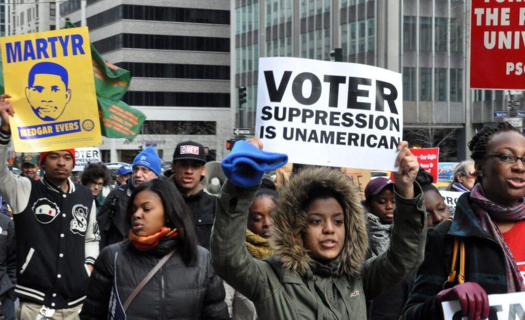 Derecho al voto: en Estados Unidos: como si no hubiesen pasado sesenta años.