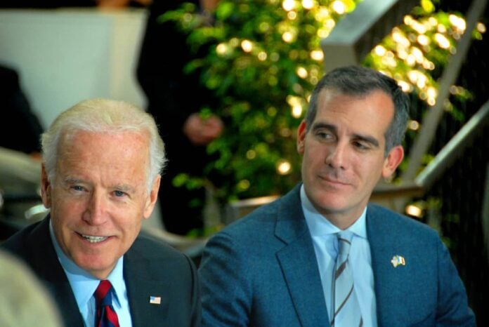 Eric Garcetti con Joe Biden